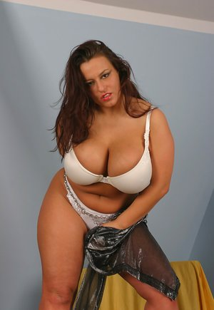 Stripping Mature Pictures