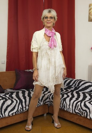 Mature in Skirt Pictures